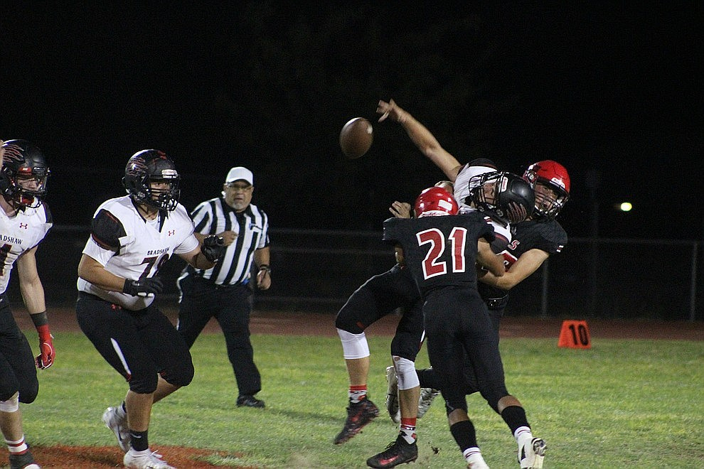 September 14 - The Lee Williams High School football team dropped a 44-14 loss to Bradshaw Mountain Friday night.