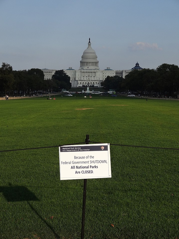 Nonprofits, businesses and state governments nationwide are putting up money and volunteer hours in a battle to keep national parks safe and clean for visitors as the partial U.S. government shutdown lingers. In the photo above, the lawn of National Mall with U.S. Capitol in the background. The lawn was gated and closed during the U.S. government shutdown of 2013. (Photo by Emw [GFDL (http://www.gnu.org/copyleft/fdl.html) or CC BY-SA 3.0 (https://creativecommons.org/licenses/by-sa/3.0)], from Wikimedia Commons)
