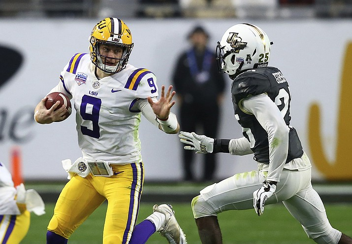 LSU quarterback Joe Burrow (9) tries to elude UCF defensive back Kyle Gibson (25) during the first half of a Fiesta Bowl NCAA college football game Tuesday, Jan. 1, 2019, in Glendale, Ariz. (Ross D. Franklin/AP)