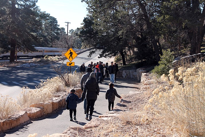 Grand Canyon visitors navigate shuttle stops largely unaided during the government shutdown. (Erin Ford/WGCN)