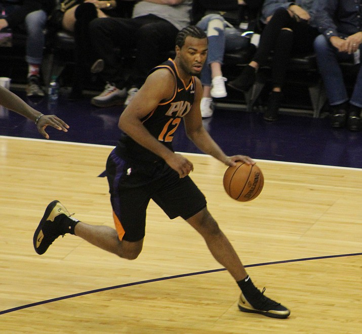 T.J. Warren scored 20 points for the Suns Wednesday night in a loss to the Mavericks. (Daily Miner file photo)