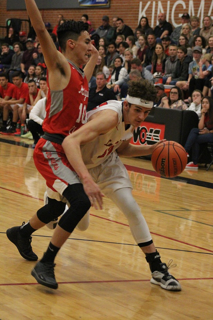 Mingus' Jaron Bauers guards Lee Williams' Diego Narvarte Friday night in a 53-47 loss to the Volunteers. (Photo by Beau Bearden/Kingman Daily Miner)
