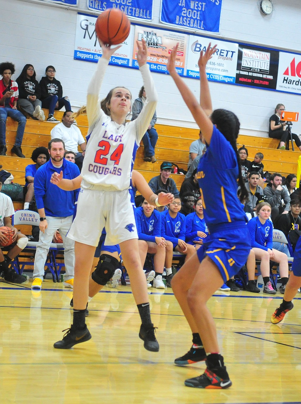 Chino Valley's Lindsey ten Berge takes and makes a shot as they face the Kingman Bulldogs Thursday, Jan. 24, 2019 in Chino Valley. (Les Stukenberg/Courier).