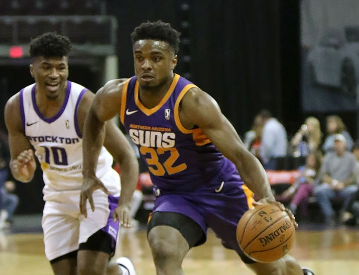 Northern Arizona's Retin Obasohan (32) drives to the basket against a Stockton defender Tuesday, Jan. 29, 2019, in Prescott Valley. Obasohan had 24 points, six rebounds and five assists in a 94-90 win for the Suns. (Matt Hinshaw/NAZ Suns)