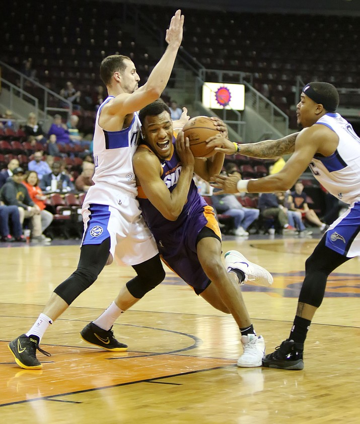 Northern Arizona Suns forward George King drives past two Lakeland players during the Friday, Feb 1, 2019 game at Findlay Toyota Center in Prescott Valley. (Matt Hinshaw/NAZ Suns)