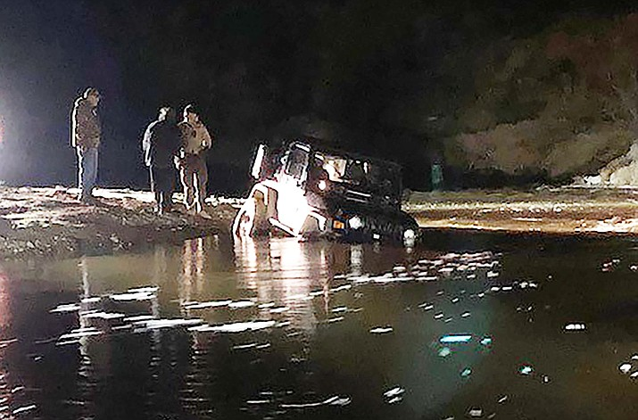 The Yavapai County Search and Rescue Team 4x4 Unit helps with a stranded Jeep in the Turkey Creek area, west of Interstate 17 and south of Cleator. (YCSRT/Courtesy)