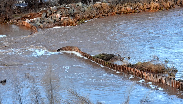 Flood forces breach of 105-year-old Clarkdale dam (with video)
