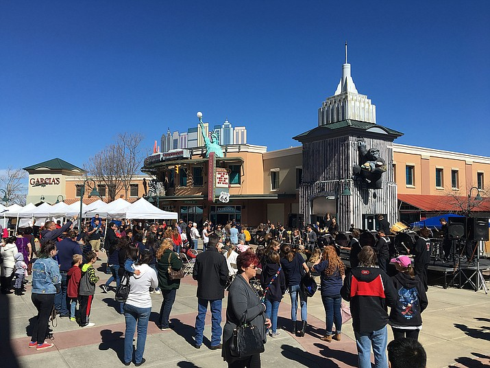 The crowd gathers in the Prescott Valley Entertainment District for last year's Humboldt Unified School District annual School Expo. (HUSD/Courtesy)