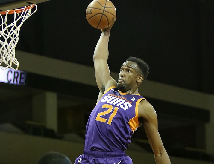 Aaron Epps (21) goes up for a slam dunk as the Northern Arizona Suns hosted the South Bay Lakers on Wednesday, Feb. 20, 2019, in Prescott Valley. (Matt Hinshaw/NAZ Suns)