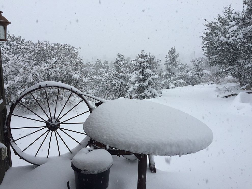 Snow falling in Williamson Valley.