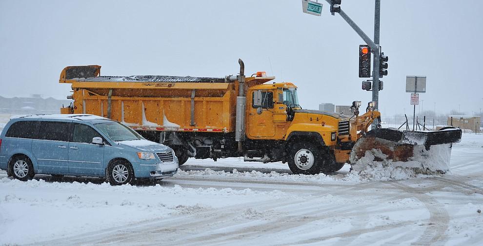 Prescott Valley snowplows were on Glassford Hill Road as the predicted snowfall Thursday, Feb. 21, 2019 hit the Prescott Valley area. (Les Stukenberg/Courier).