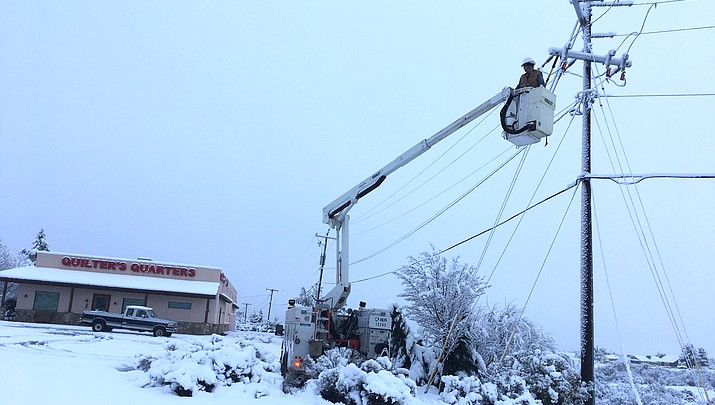 Heavy snow causes power outages, closures throughout Verde Valley (with video)