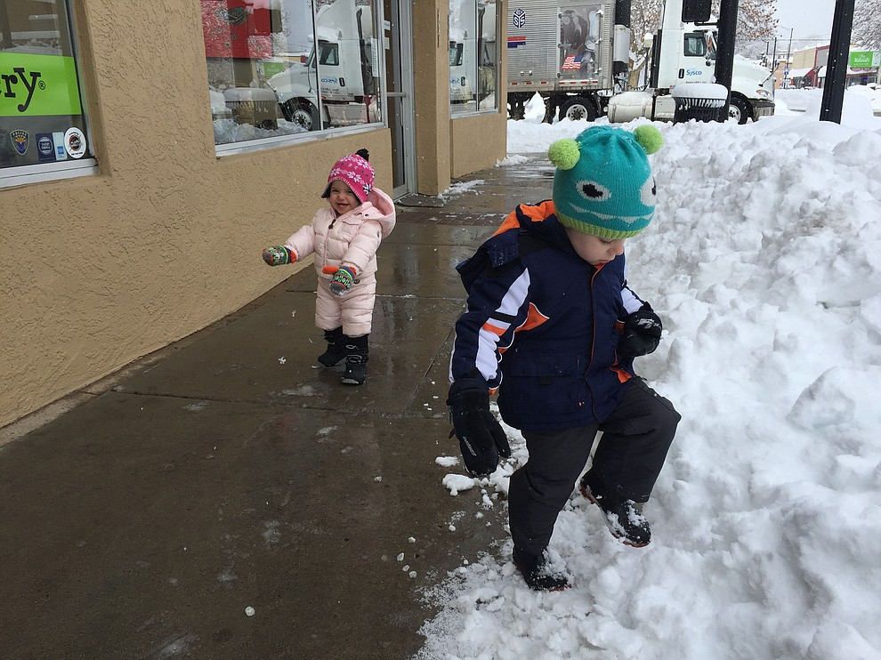 Colton (right) and Emery enjoy the snowy weather in downtown Prescott Friday morning, Feb. 22.   (Max Efrein/Coureir)