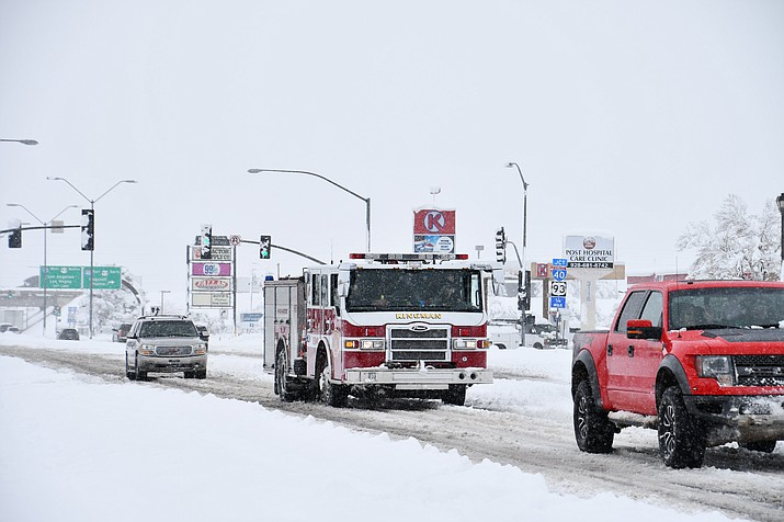 First responders assisted with many of the snow related incidents that happened on Thursday. Kingman Police Department, Kingman Fire Department, Mohave County Sheriff's Office, Department of Public Safety and Arizona Department of Transportation were out in the snow assisting with traffic and other driving issues. (Photo by Vanessa Espinoza/Daily Miner)
