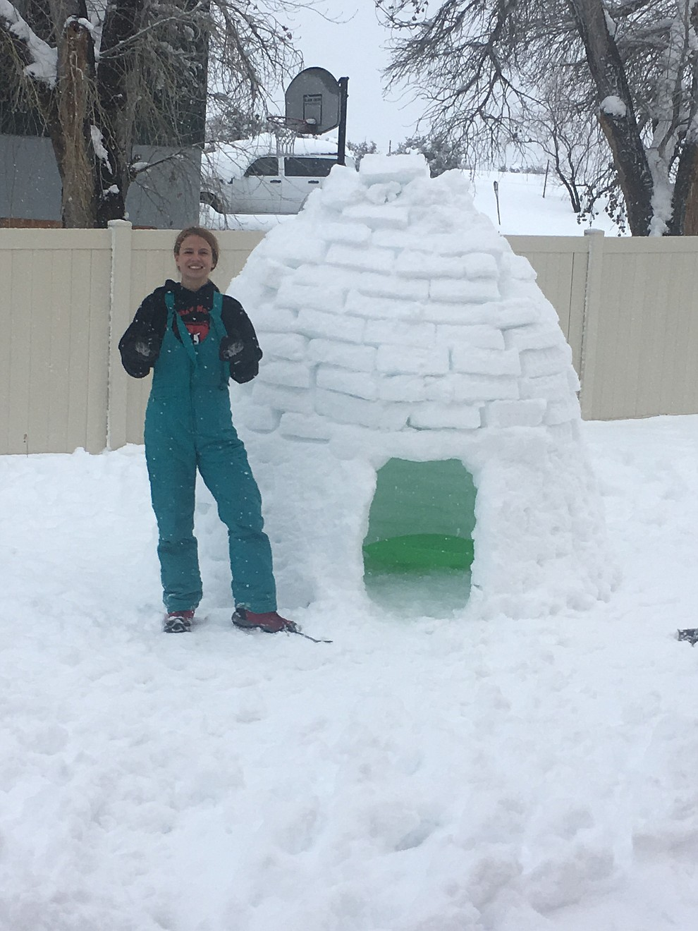Brinlee Kidd of Dewey, AZ built an igloo for her Bassett hound, Caesar. Aptly names, Caesar's Palace