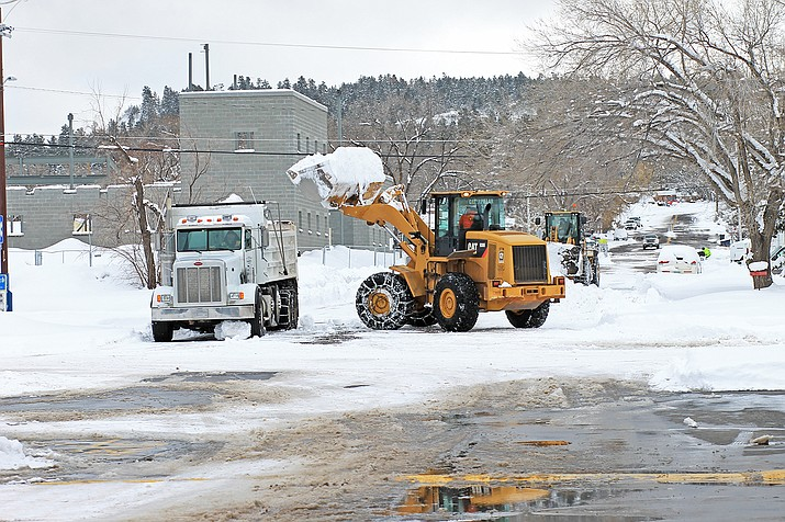 City of Williams snow removal crews work to plow and remove snow from the city streets Feb. 22. (Wendy Howell/WGCN)