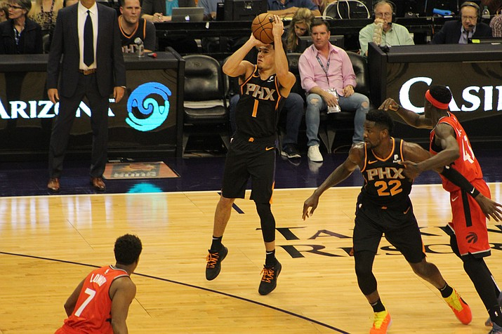 Devin Booker and the Phoenix Suns broke their 17-game losing streak with a win over the Miami Heat on Monday, Feb. 25, 2019. (Daily Miner file photo)