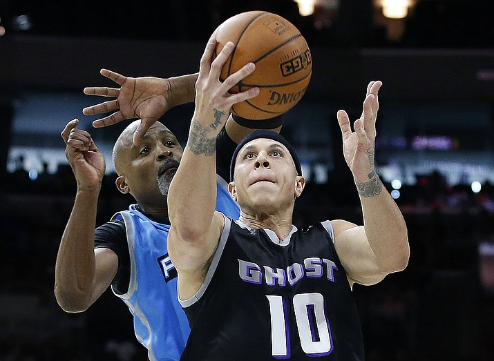 Ghost Ballers' Mike Bibby attempts a shot as Power's Cuttino Mobley defends during the first half of a BIG3 Basketball League game July 16, 2017, in Philadelphia. (Rich Schultz/AP, File)