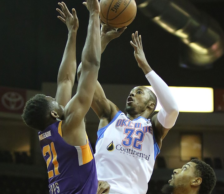 Oklahoma City's Scotty Hopson (32) goes up for a bucket against Northern Arizona's Aaron Epps (21) on Friday, March 1, 2019, in Prescott Valley. The Blue beat the Suns 116-93 on Sunday, March 3, in Oklahoma City. (Matt Hinshaw/NAZ Suns, file)