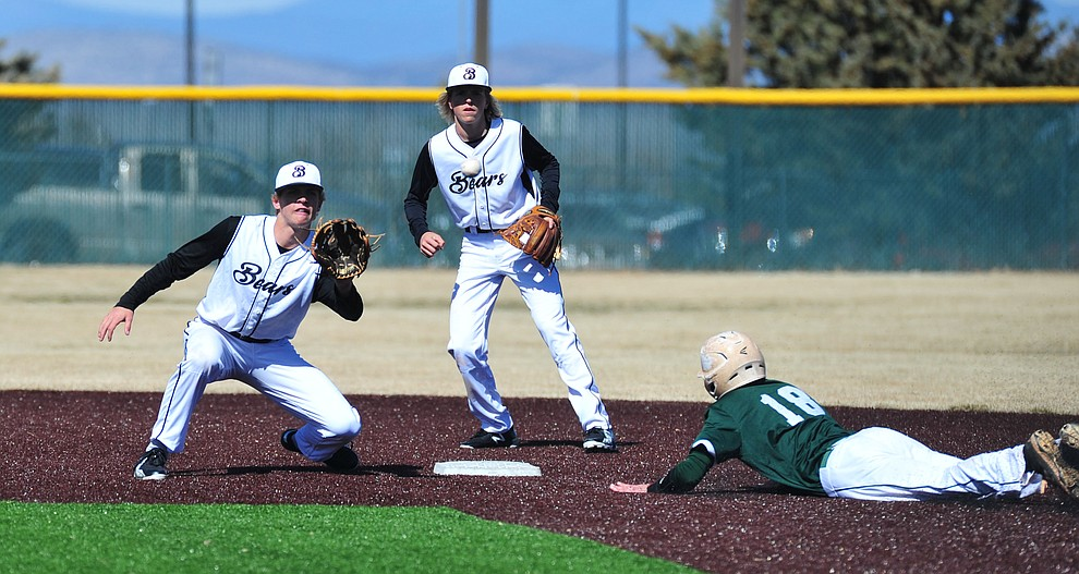 Bradshaw Mountain's Josh Grant waits on a pickoff throw as the Bears host the Flagstaff Eagles Tuesday, March 5, 2019 in Prescott Valley. (Les Stukenberg/Courier)