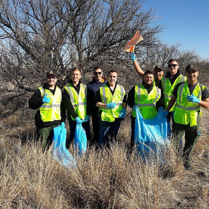 More than 700 groups already volunteer across Arizona, including individuals, families and church and civic groups. (Photo/ADOT)