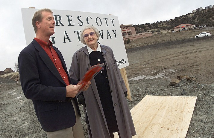 Gateway Mall manager Steve Conrad, left, and Elisabeth Ruffner kickoff the final year countdown for the mall opening this morning. Developers plan to open the mall March 8, 2002. (Courier file photo)