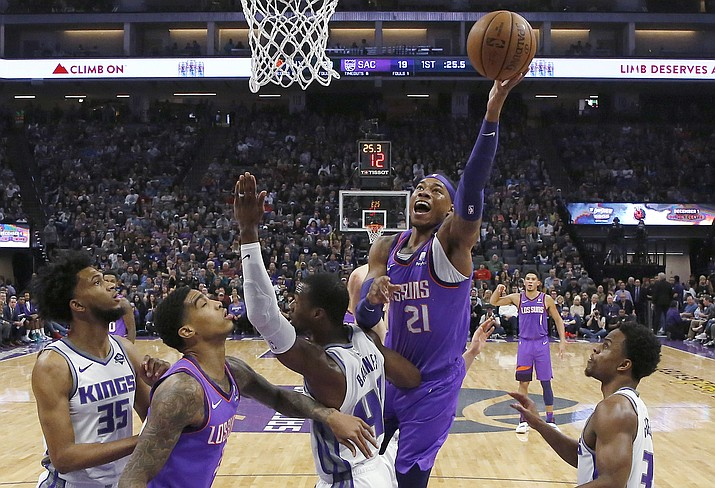 Phoenix Suns forward Richaun Holmes goes to the basket over Sacramento Kings forward Harrison Barnes, (40) during the first quarter Saturday, March 23, 2019, in Sacramento, Calif. (Rich Pedroncelli/AP)