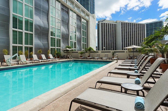 The courtyard of the Marriott Miami Downtown/Brickell. (Booking.com/Courtesy)