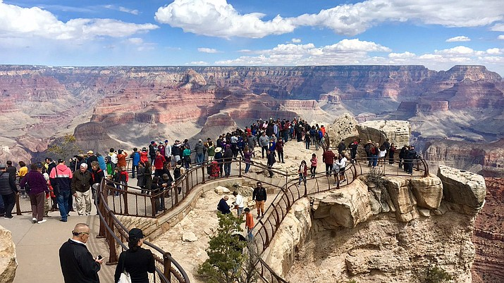 Overlooks, roads and parking lots are often congested during peak visitation times like Spring Break. Park officials recommend arriving at the park before 10 a.m. or after 4 p.m. to avoid crowds. (Photo/NPS)