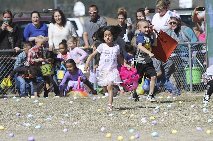 Family and friends watch as children participate in the annual Easter Egg Hunt at Cureton Park. (Photo/WGCN)