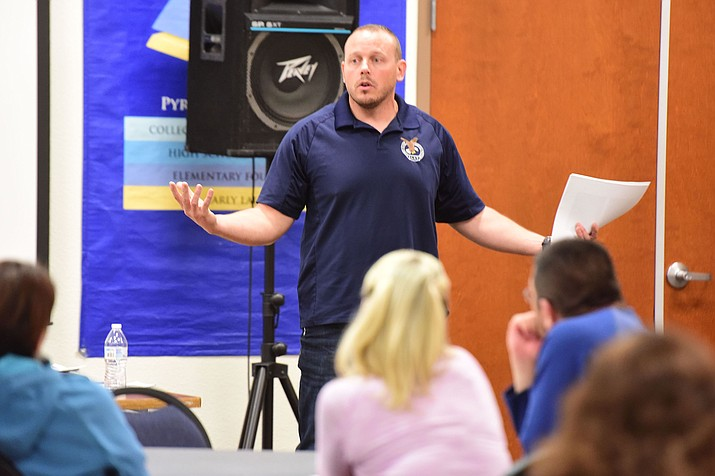 Partners Against Narcotics Trafficking Commander Nate Auvenshine, talking about the current trend in drug seizures during a Humboldt Unified School District parent forum Thursday, Dec. 6, 2018, in Prescott Valley. (Les Stukenberg/Courier file)