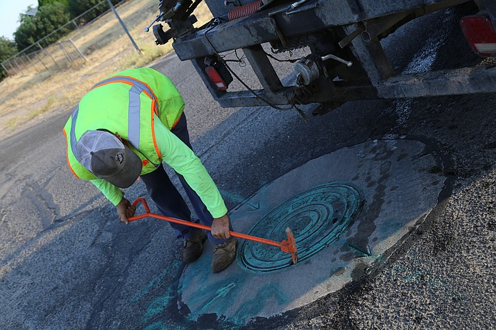 Simons Sewer Cleaning performs hydro-vac cleaning in Kingman in October 2018. (Photo courtesy City of Kingman)