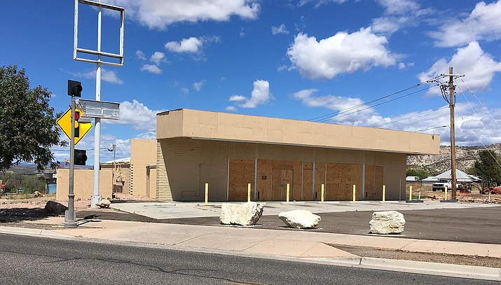 The Town of Camp Verde has not set a date to demolish the old Circle K building at the Y-intersection on Main Street. VVN/Bill Helm