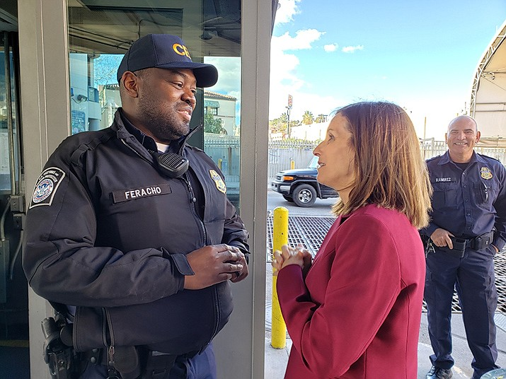 Senator McSally thanks CBP Officer Feracho in Nogales. (Office of U.S. Sen. Martha McSally photo)