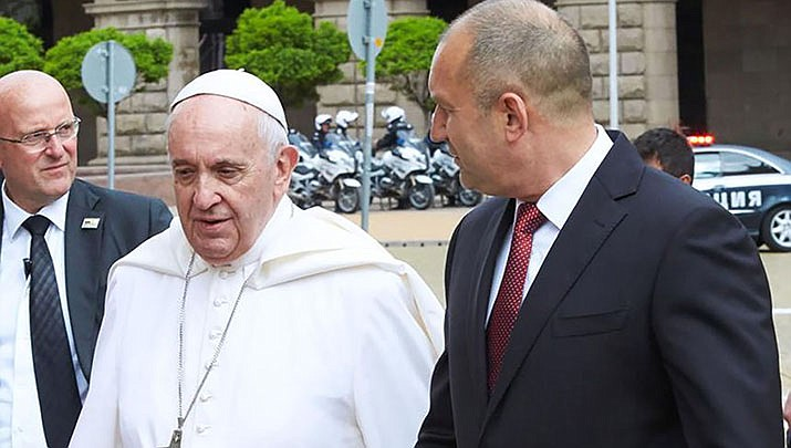 Pope Francis, issued a groundbreaking law Thursday requiring all Catholic priests and nuns around the world to report clergy sexual abuse and cover-up by their superiors to church authorities, in an important new effort to hold the Catholic hierarchy accountable for failing to protect their flocks. (Photo by Administration of the President of the Republic of Bulgaria, CC by 2.5, https://bit.ly/2Vs8iGz)