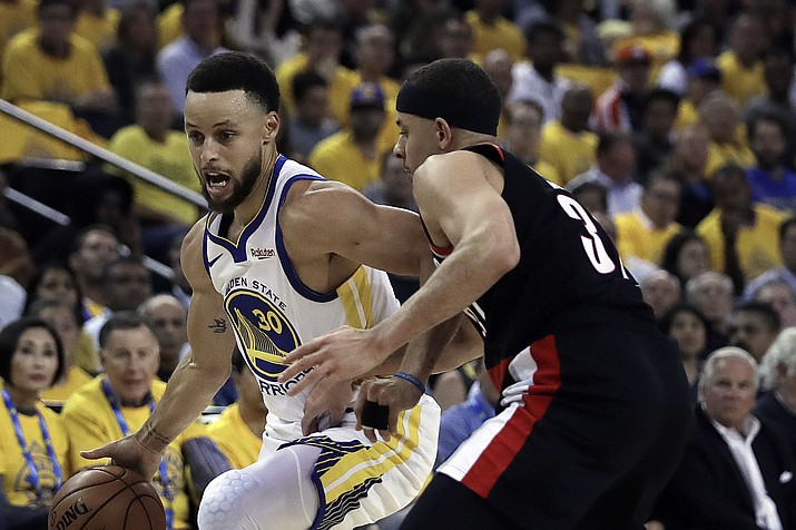 Golden State Warriors' Stephen Curry, left, drives the ball against his brother, Portland Trail Blazers' Seth Curry, during the first half of Game 1 of the NBA basketball playoffs Western Conference finals Tuesday, May 14, 2019, in Oakland, Calif. (Ben Margot/AP)