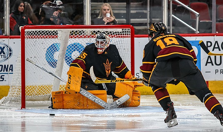 When Joey Daccord (left) became the frst Arizona State player to make it to the NHL, it showed the strength of collegiate hockey in Arizona. (Photo by John Mendoza/Cronkite News)