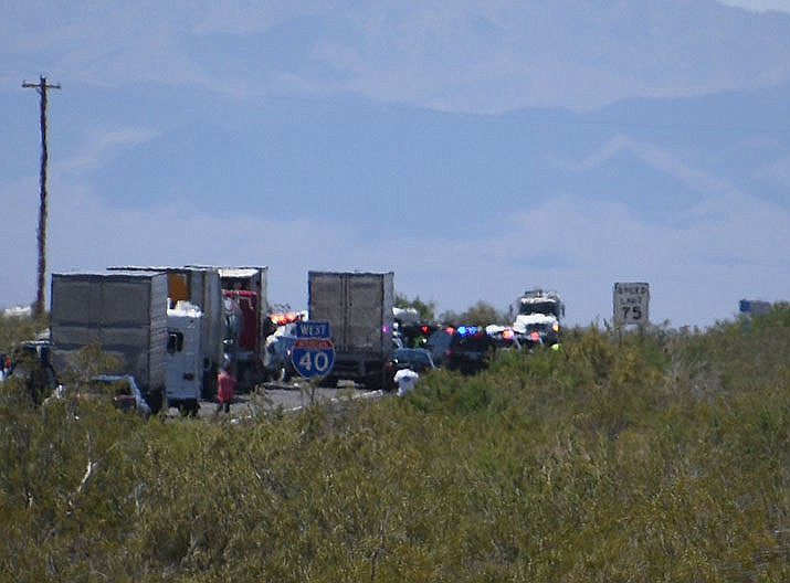 Traffic is stopped on Interstate 40 after a wrong-way crash Friday, May 24, 2019, near the Griffith Road exit. Arizona Department of Public Safety on Saturday, May 25 released the names of the five people who were killed in the collision. (Vanessa Espinoza/Kingman Daily Miner)