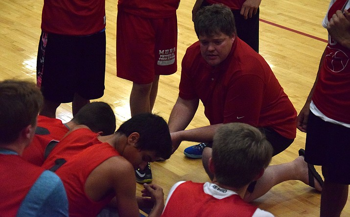 Dave Beery coaches Mingus Union last season during a summer tournament. VVN/James Kelley