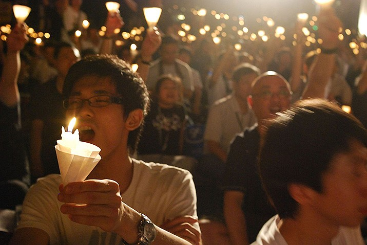 A candlelight vigil on the 20th anniversary of the June 4,1989 Tiananmen Square pro-democracy protests that ended in bloodshed. (Photo by Ryanne Lai, cc-by-sa-2.0,https://bit.ly/2XnFQ5r)