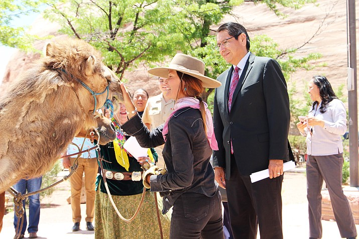avajo Nation President Jonathan Nez (right) welcomes Sunny Khalsa to Window Rock June 4. (Photo courtesy of the Navajo Nation President and Vice President)