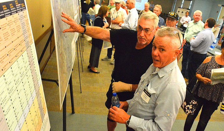Lee Silver of Cornville speaks with Bruce Connolly of Yavapai County Public Services during the Verde Connect Meeting in Cottonwood on Tuesday. VVN/Vyto Starinskas
