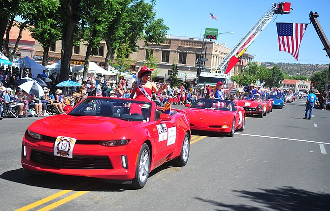 Rodeo Legend Clyde Allred Leads Rodeo Parade The Daily