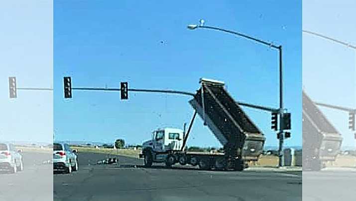 A dump truck's raised bed strikes a traffic signal on Glassford Hill Road. (Julio Campos/Courtesy)