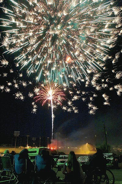 A 2006 photo of the July 4 celebration at Mountain Valley Park in Prescott Valley. The town is expected anywhere from 8,000 to 10,000 people at this year's event Thursday, July 4, 2019. (Courier file photo)