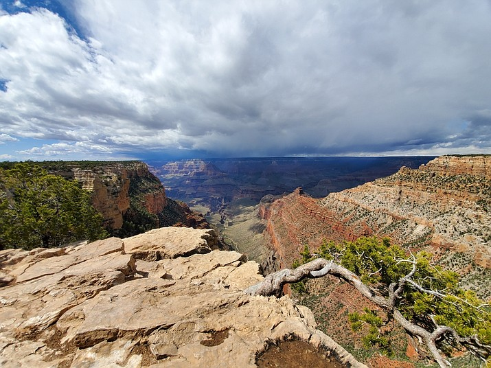A thunderstorm over the North Rim as seen from Pipe Creek Vista May 8. (Erin Ford/WGCN)