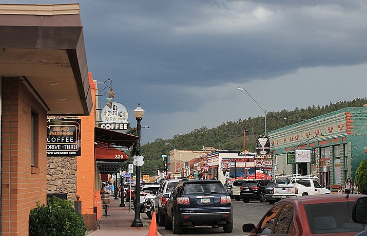 Heavy monsoon storm clouds hang over Williams in 2018. Meteorologists say the 2019 monsoon season can be expected to start late this year. (Wendy Howell/WGCN)