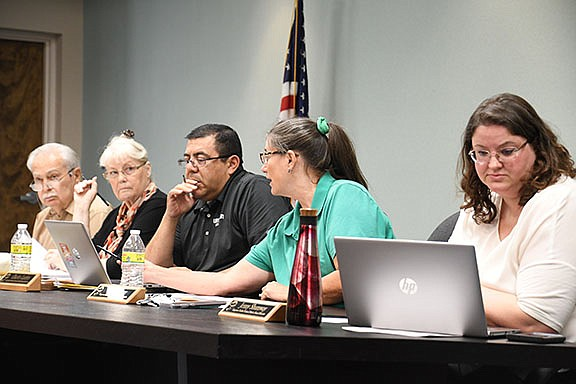 Kingman Unified School District is having its monthly meeting Tuesday, Aug. 13 at KUSD office, 3033 MacDonald Ave.  (Daily Miner file photo)
