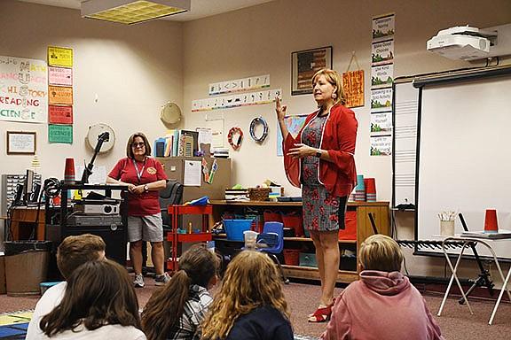 Rep. Regina Cobb (R-Kingman) was accompanied by Lindsay Wolsey, Manzanita principal and Susan Collins, Manzanita general music teacher, during her visit to Manzanita Elementary School. (Photo by Vanessa Espinoza/Daily Miner)