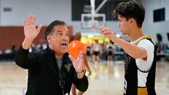 Steve Lavin, left, coaches Oakland's Austin Ronzone during the 2019 NCAA College Basketball Academy at Grand Canyon University in Phoenix. (Photo courtesy Jack Dempsey/NCAA Photos)